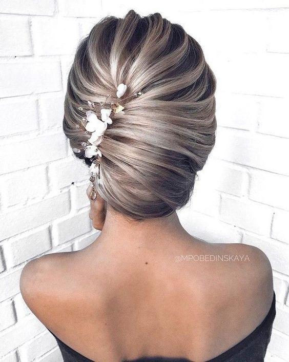 hochsteckfrisur, blondes haar schön zusammen gesteckt