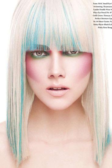 farbspezialist-koeln_blaue-straehnen-in-weiß-blondem-haar